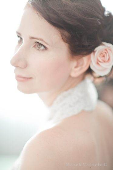 beautiful bride with hair style and make up