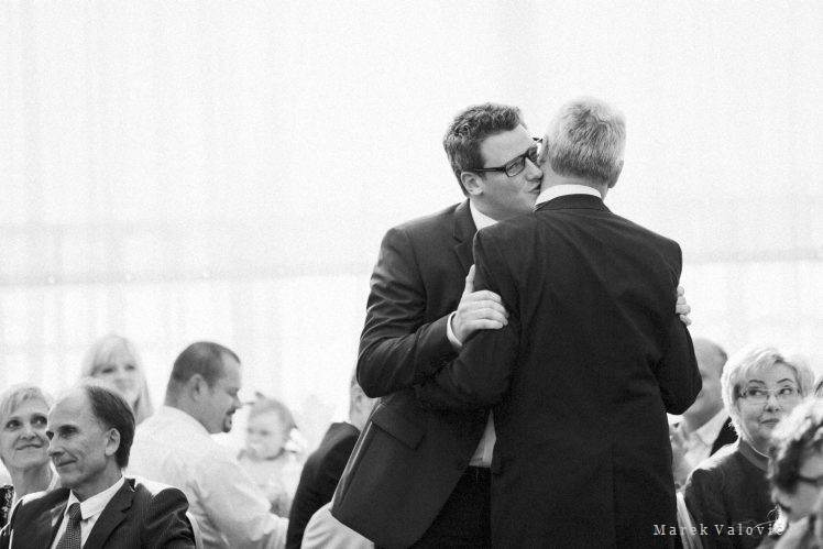modern black and white wedding photography groom's speech father