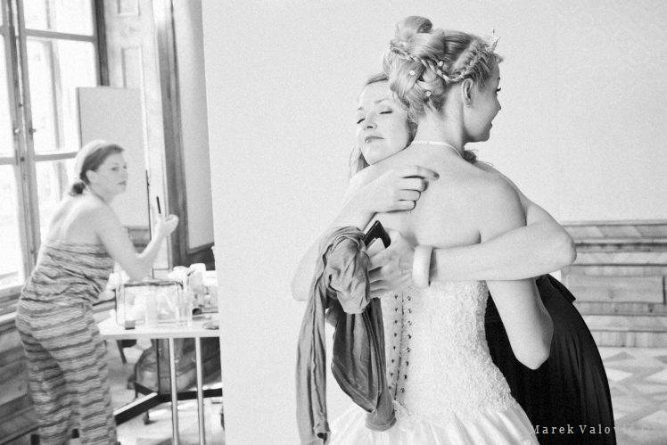 getting ready black & white photojournalistic wedding photo