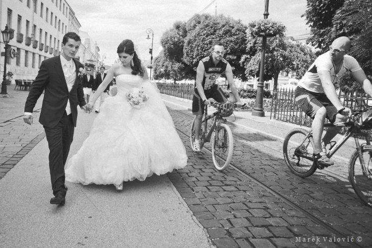 photojournalistic black and white wedding photography - street photo