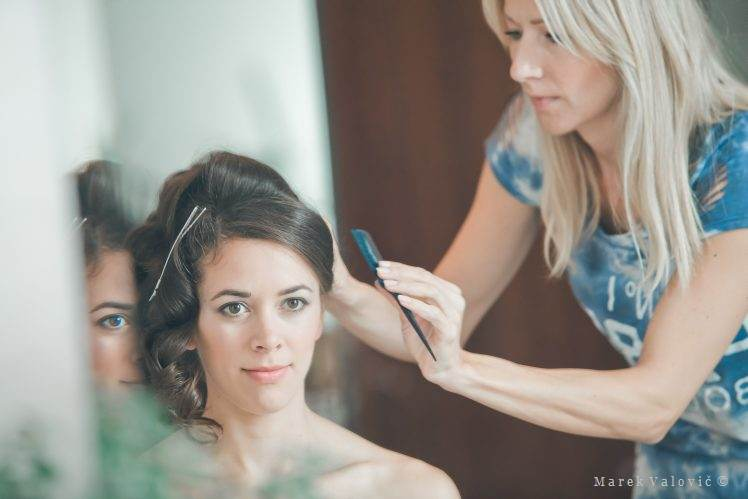 bride getting ready hair style