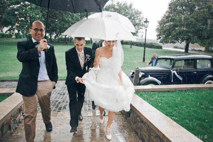 bride and groom in rain