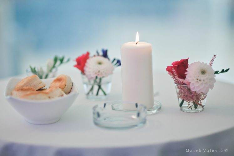 wedding decor flowers and candle