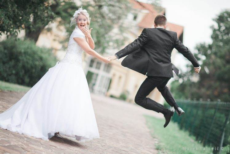 jumping groom - wedding poses