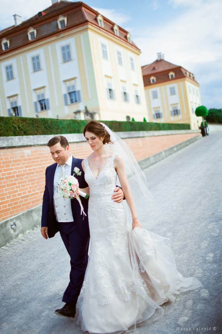 wedding at schlosshoff - hochzeit in schlosshof - film is not dead
