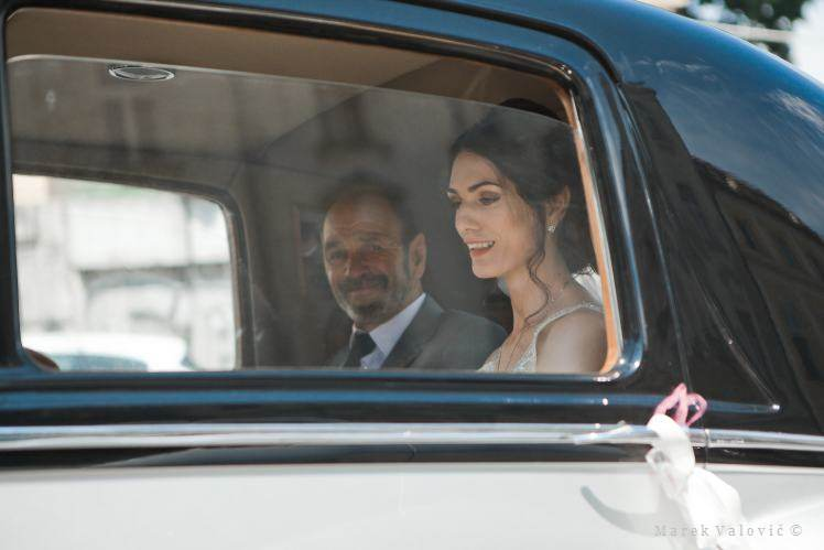 bride with father in Rolls Royce