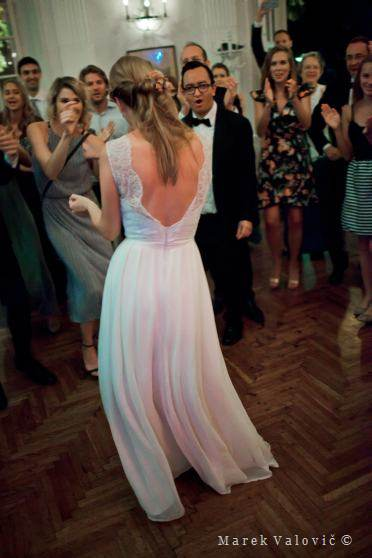 bride dancing Lusthaus