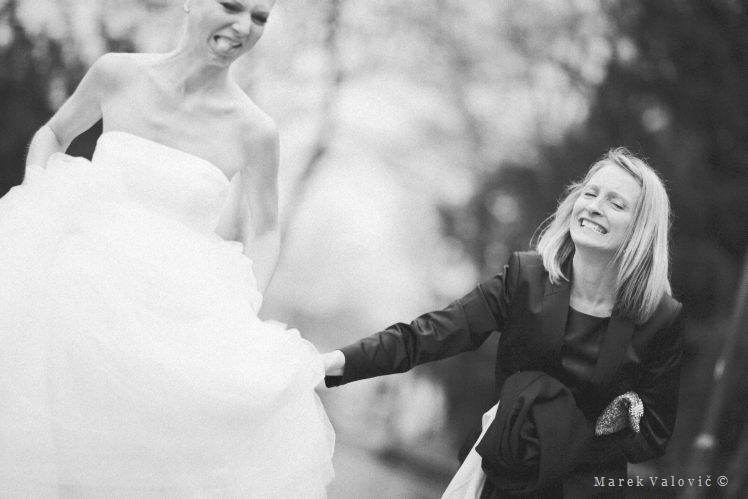 wedding momentrs - wedding planner helps bride with dress