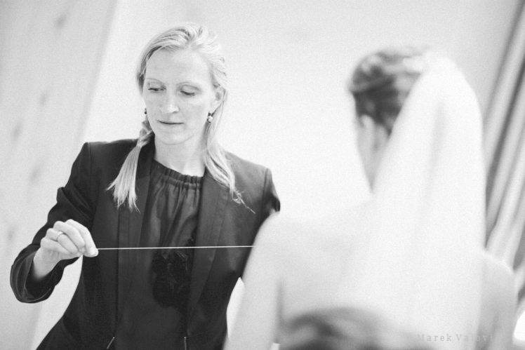 support to bride during wedding day by planner