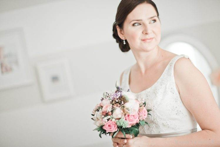 bride with bouquet - white vintage style