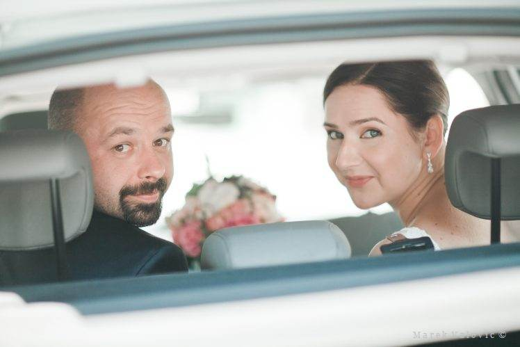 bride and grrom in the car looking back