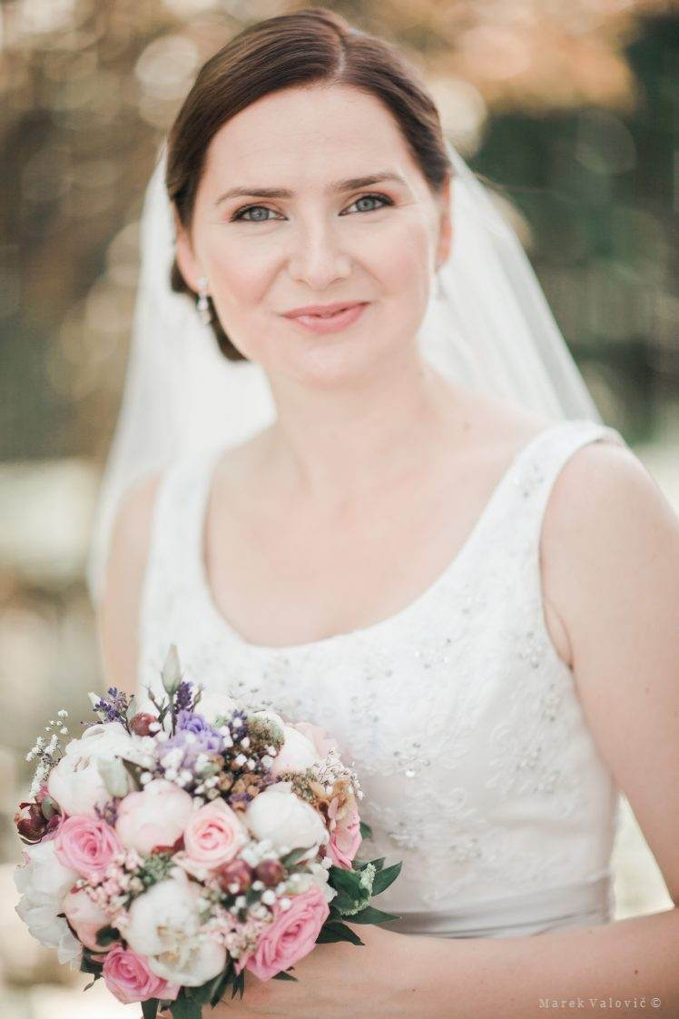 perfect bride smiling - photographer slovakia