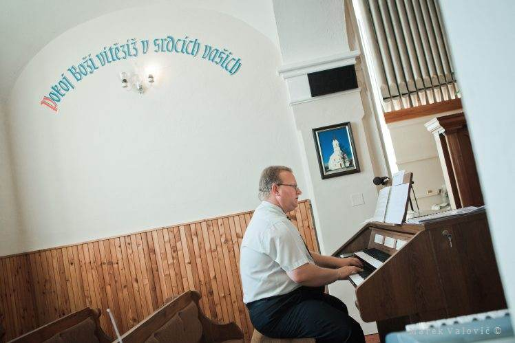 music in the church during wedding