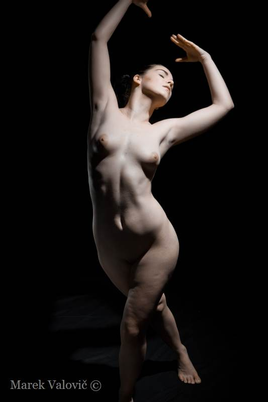 pose for artist nude woman figure black background