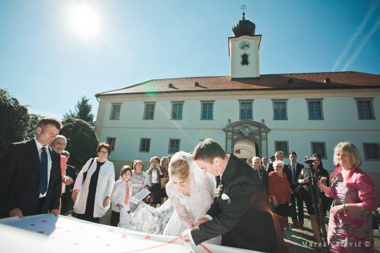 Austrian wedding traditions - Schloss Altenhof wedding