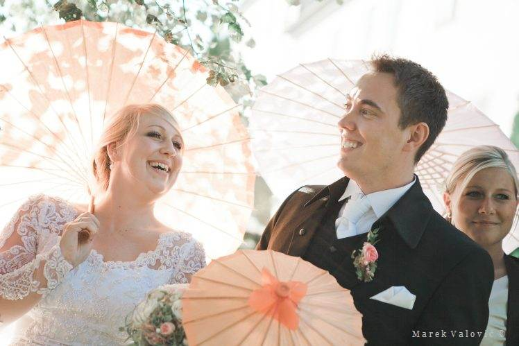 wedding ideas - chine's parasoles
