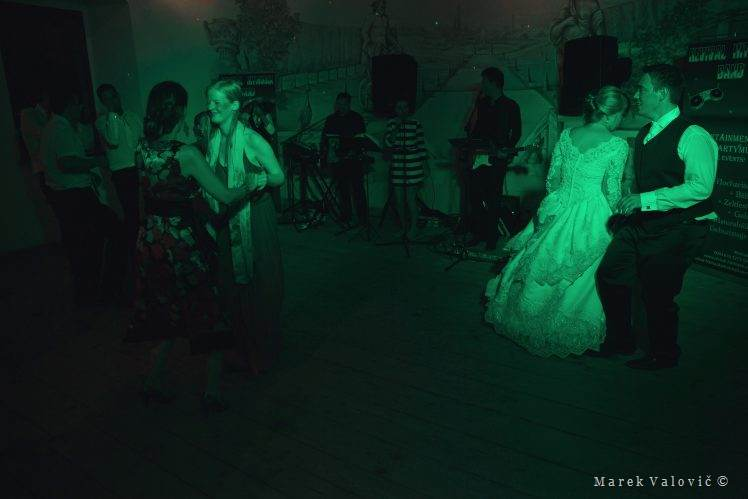 wedding dancing - green art light