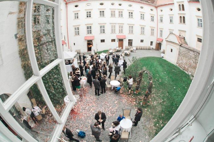 wedding locality Schloss Krumbach inner yard