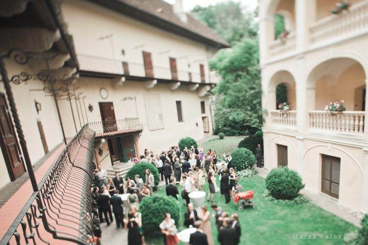 wedding locality Obermayerhofen inner yard classical wedding Austria