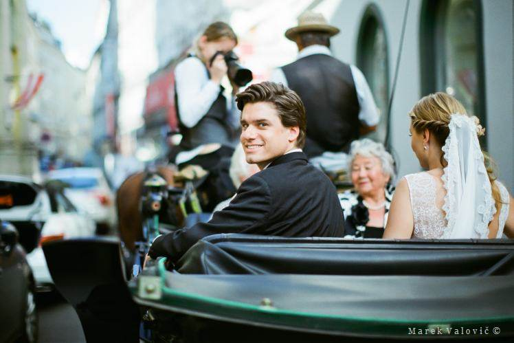 groom and bride on carriage - Vienna wedding - film Fuji Film PRO 400H