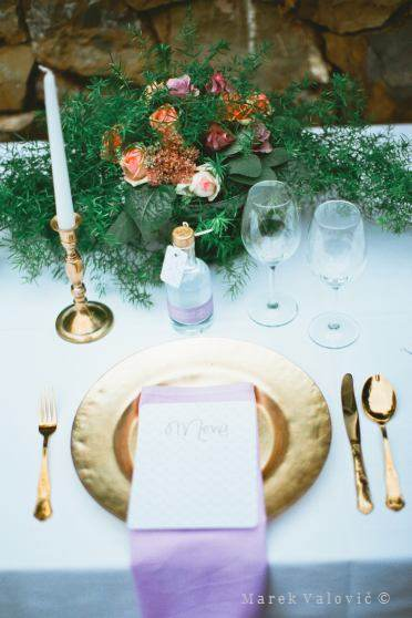 wedding decoration table golden plate spoon fork knife