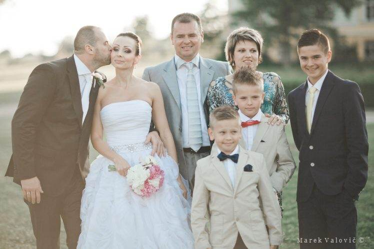 wedding group portrait - Chateau Bela Slovakia