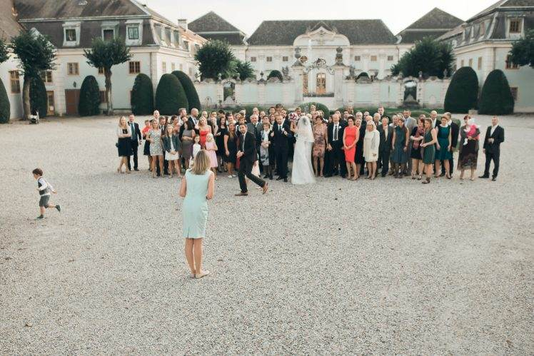 wedding group photo - Schloss Halbturn Must have photos