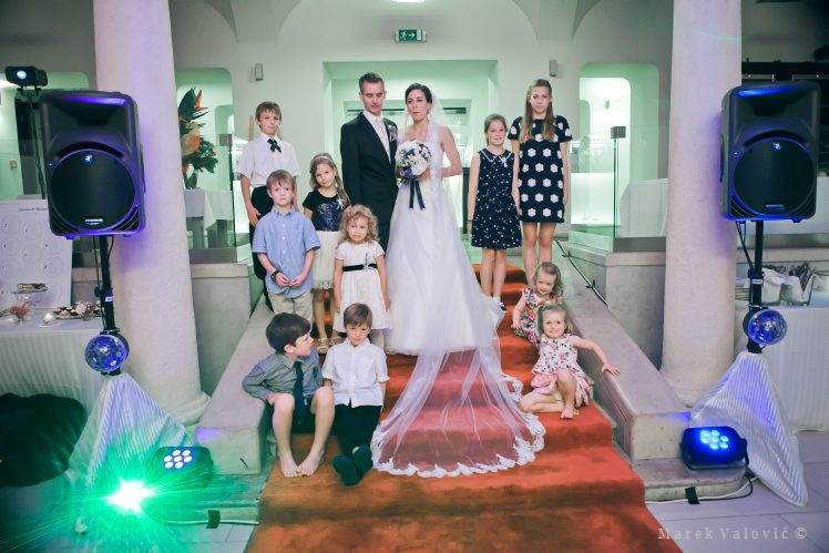 wedding group photo - Restauracia Hrad Bratislava