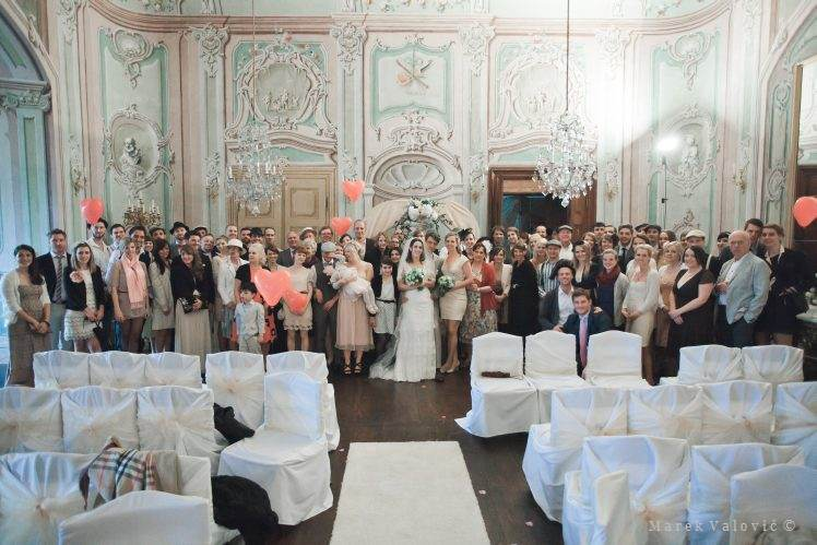 wedding group photo - Cesky Krumlov - Hall of Mirrors