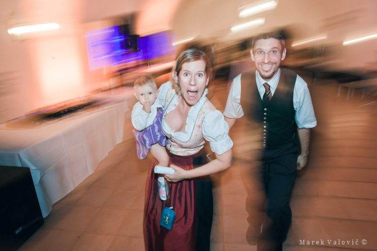 traditional Austrian dress - funny wedding moment