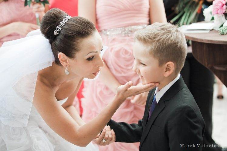 kid congratulating bride