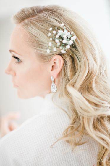 wedding flowers in the hairs
