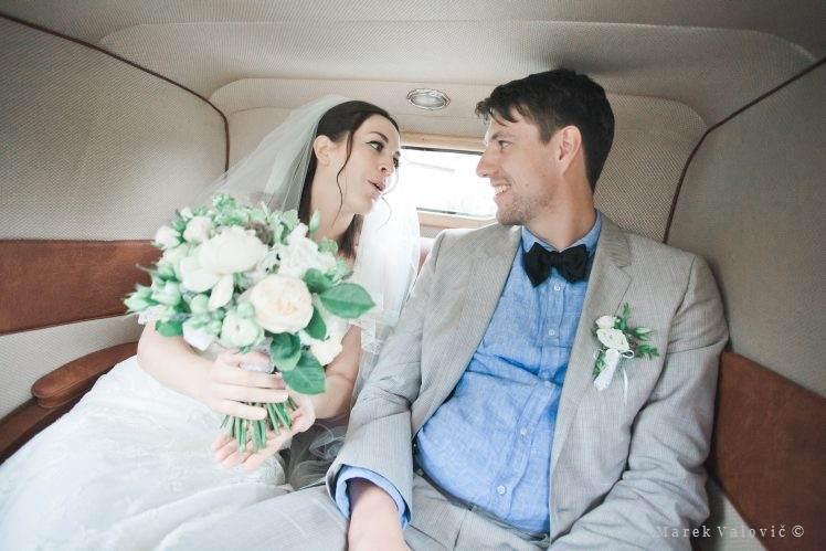 newlyweds in vintage car