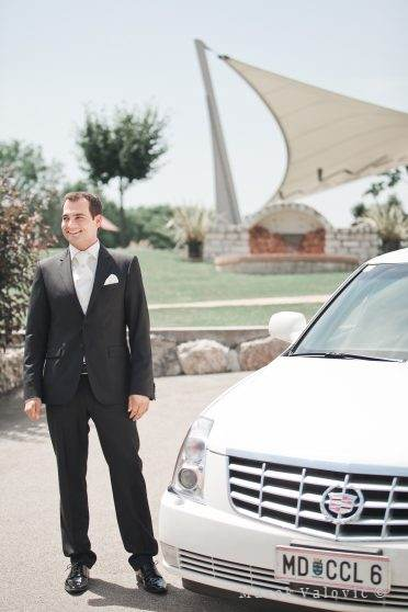 groom and white Cadillac Vienna Weingut Cobenzl