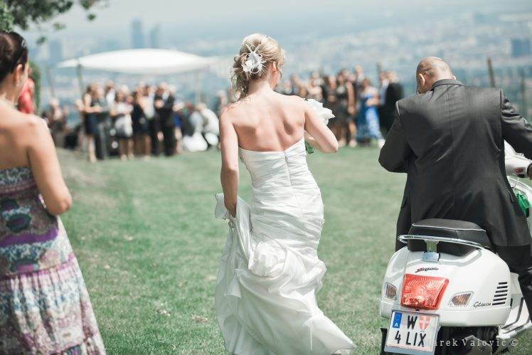 wedding Vespa Vienna Vineyard