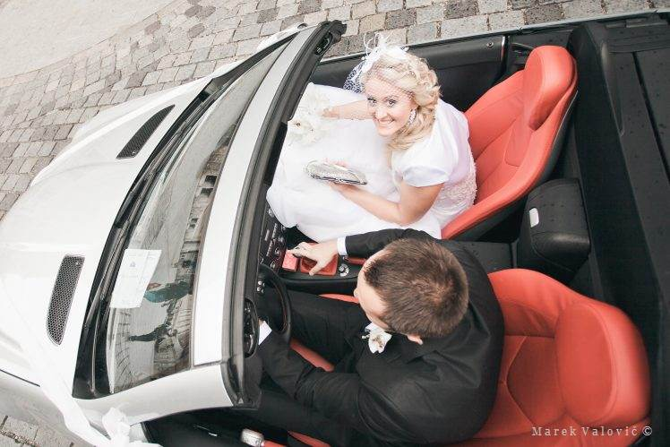 bride groom cabrio mercedes