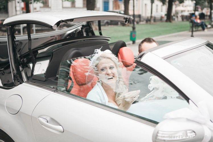 happy bride and groom in mercedes cabrio